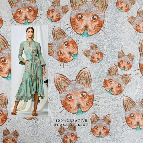 Ткань плательно-блузочная с принтом кошки