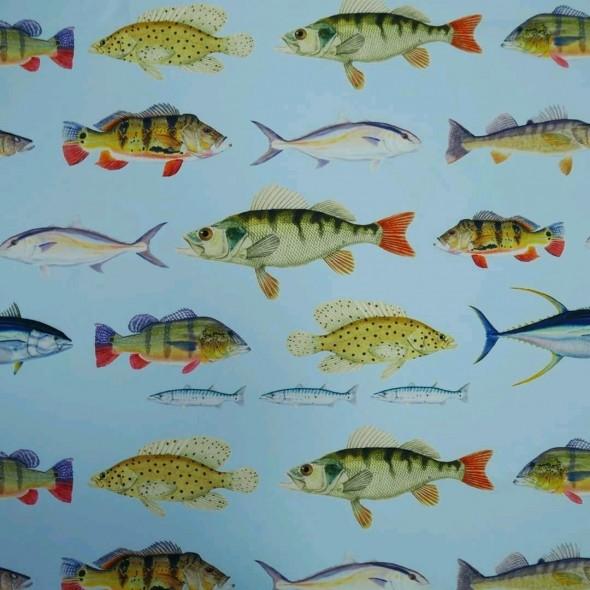 Вискозный креп с принтом рыбы на голубом фоне