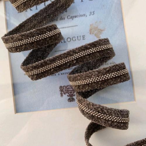 Тесьма бархатистая с цепочками- шариками шоколадного цвета