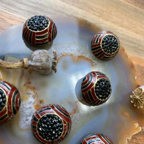 Пуговицы металлические объёмные с эмалью и стразами