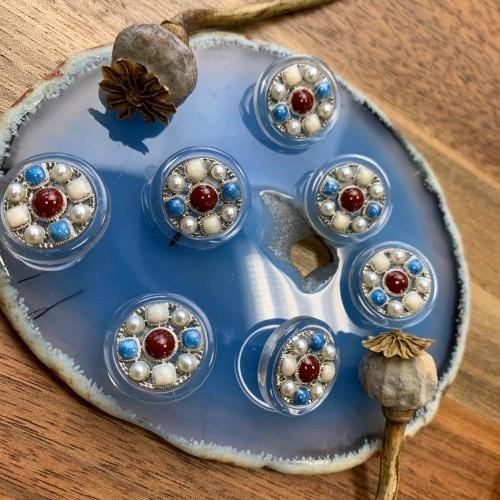 Пуговицы с цветными вставками и серебристым металлом