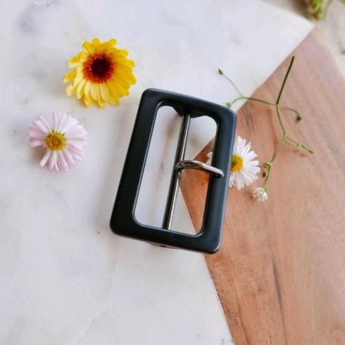 Пряжка пластиковая для декорирования одежды