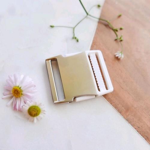 Пряжка для пояса разъемная серебряный металл и белый пластик