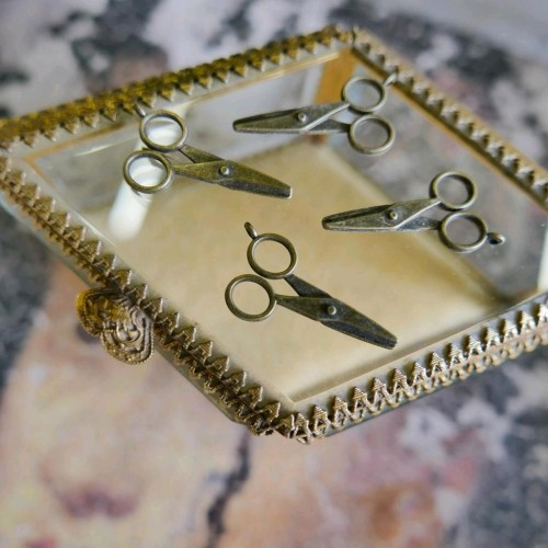 Декоративный элемент ножницы