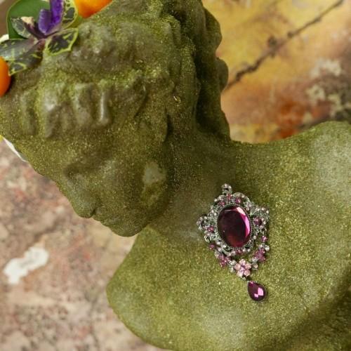 Брошь темного серебра с камнями сливового цвета