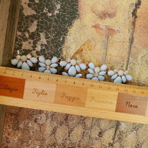 Декоративный элемент для украшения горловины изделия