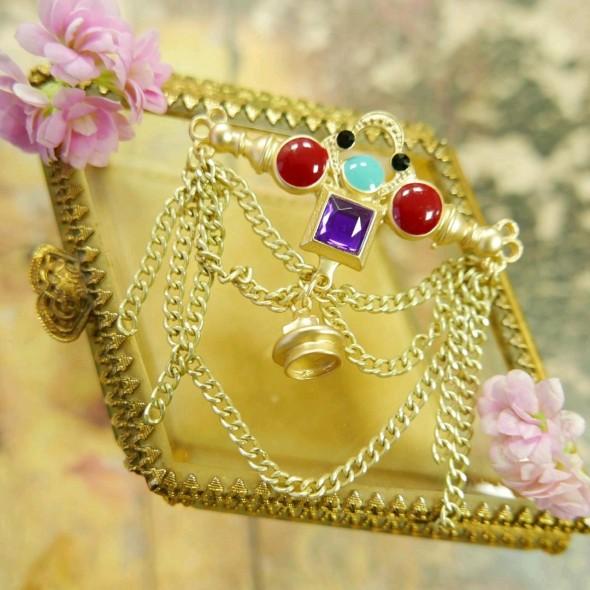 Брошь декоративная с разноцветной эмалью