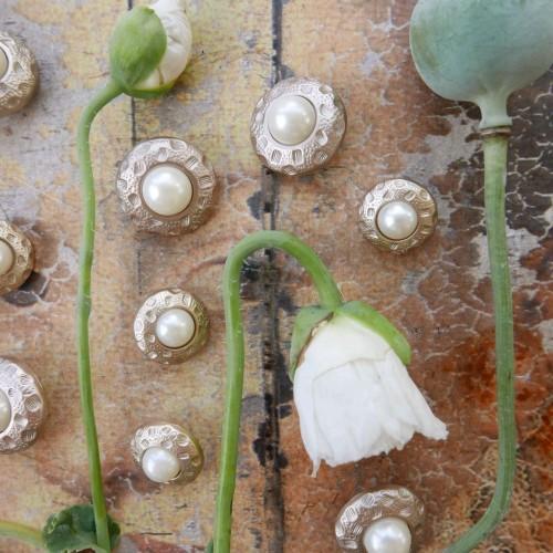 Пуговицы металлические с жемчугом