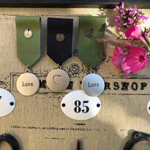 Броши медали металические на репсовой ленте