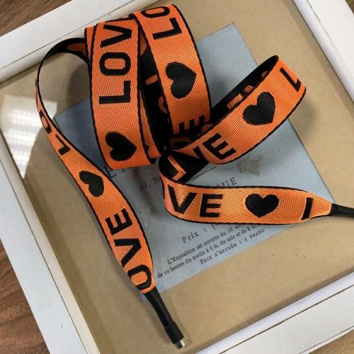 Шнурки оранжевого цвета из репсовой жаккардовая лента с текстом LOVE