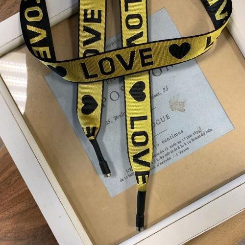 Шнурок желтого цвета из репсовой жаккардовые ленты с текстом LOVE