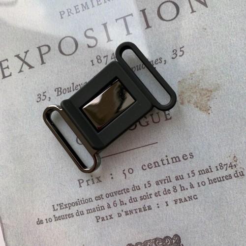 Пряжка чёрного цвета разъёмная пластиковая с металлом