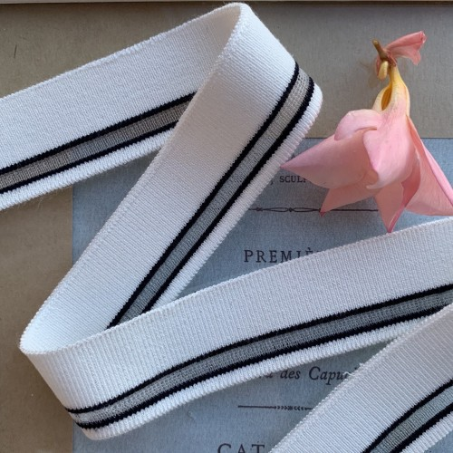 Трикотажные подвязы белого цвета с прозрачной и черными полосками