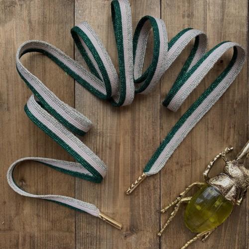 Стильные бежевые шнурки с яркой зелёной и золотистой полосками