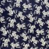 Жаккард с серыми лягушками на темно-синем фоне