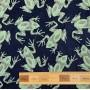 Жаккард с серо-зелеными лягушками на темно-синем фоне