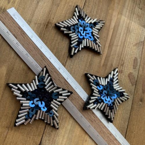 Пришивной элемент звезда с бисером и пайетками на основе из чёрного фетра