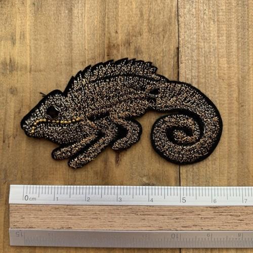 Нашивка игуана,вышивка золотистыми нитями на основе из тонкого чёрного фетра
