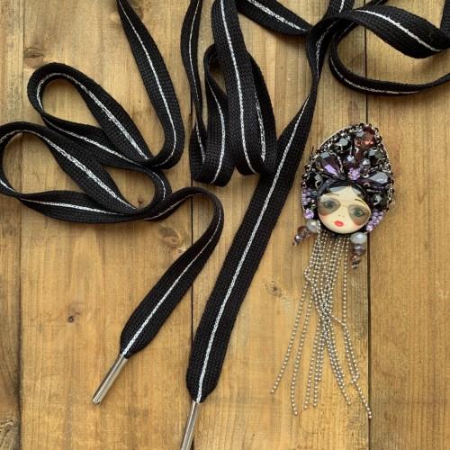 Шнурки чёрные матовые с тонкой серебристой полоской в центре