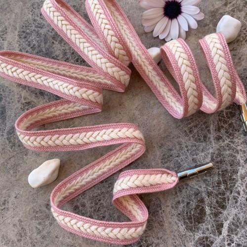 Нежно-розовые плетёные шнурки с молочным декором-косичкой
