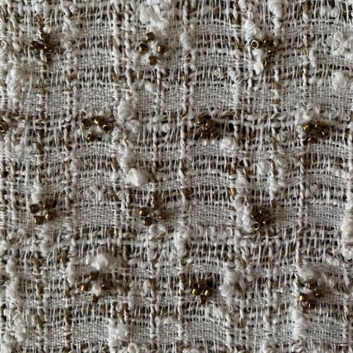 Лёгкий летний твид белого цвета с коричневыми нитями,декорирован темным бисером
