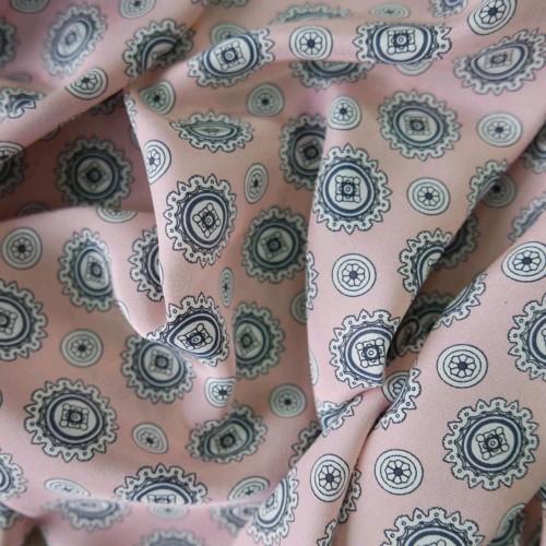Шёлк нежно- розовый с геометрическими ажурными кругами